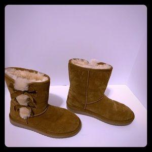KoolBurra by UGG Victoria short Bow boots